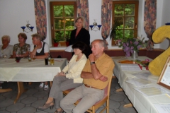 Frau Liane Bach (in der Mitte stehend) – Bürgermeisterin der Gemeinde Dillstädt
