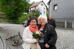 Frau Liane Bach (rechts) – Bürgermeisterin der Gemeinde Dillstädt